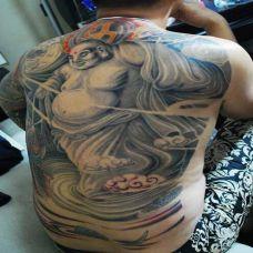 纹身男满背艺术弥勒佛刺青图案