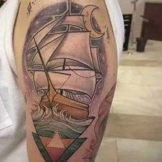 手臂唯美大气的帆船纹身图案