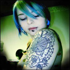 艺术抽象肩部纹身