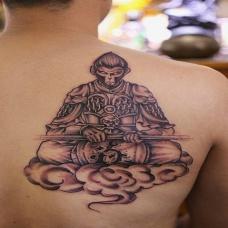 男人肩部个性斗战胜佛高清纹身图片