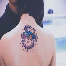 可爱彩色动物颈部纹身