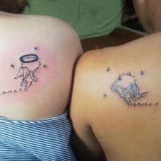 情侣肩部可爱天使与恶魔纹身图案