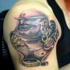 男生肩部纹身弥勒佛经典图案欣赏