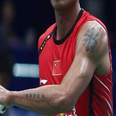 著名明星手臂十字架纹身图案