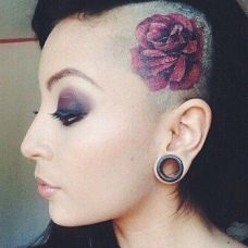 女生头部精美纹身