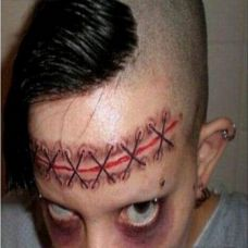 恐怖疤痕脸部纹身