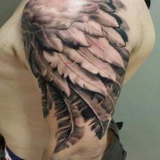 手臂自由飞翔翅膀纹身