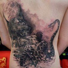 满背黑色蛇狼纹身图案