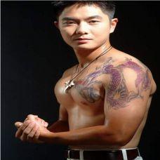 猛男过肩龙纹身图案
