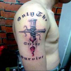 滴血十字架手臂刺青纹身