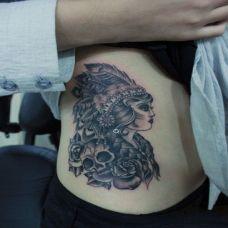 腰部人物抽象纹身