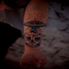 抽象小丑手臂纹身