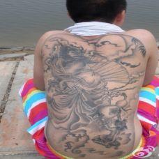 男生满背经典钟馗纹身图片
