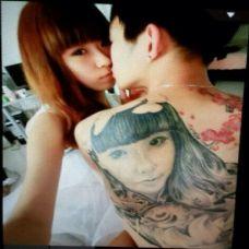 小情侣背部画像纹身图片