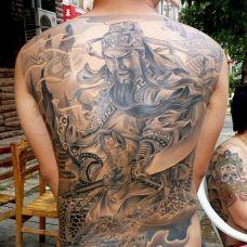 男人满背帅气的关公纹身