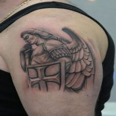 男生手臂守护天使纹身图案