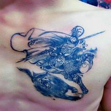 男人胸前经典黑色二郎神哮天犬纹身图案