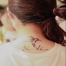 优雅清纯颈部纹身