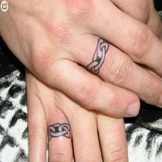 图腾戒指情侣纹身