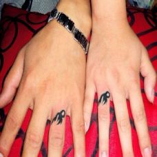 情侣手指黑色唯美纹身图案