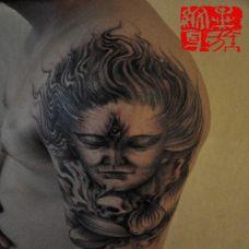 男生手臂经典二郎神黑色纹身图案