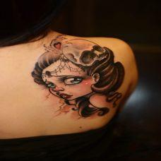 肩部可爱少女图案纹身