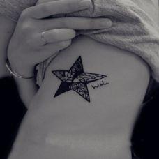 精美黑白五角星纹身图案