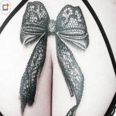 蕾丝蝴蝶结臀部纹身