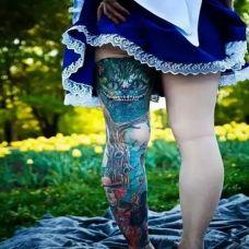 女性花腿纹身图案