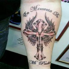 时尚经典十字架纹身