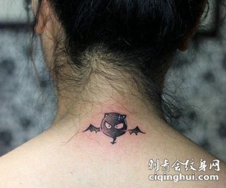 颈部可爱小恶魔纹身图案