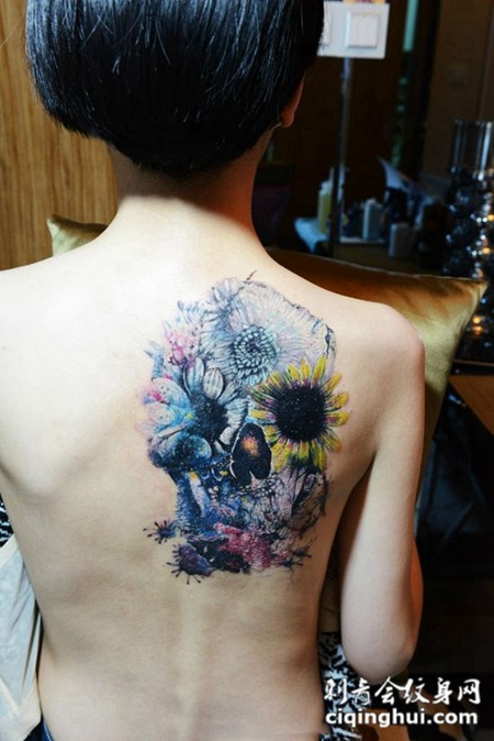 背部个性漂亮彩绘纹身