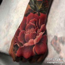 新传统手背花卉纹身图案