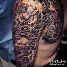新传统大臂唐狮纹身图案