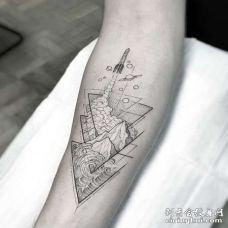 线条小臂海浪山纹身图案