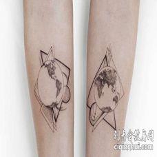几何小臂地球纹身图案