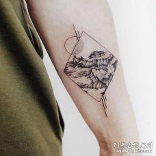 点刺大臂风景纹身图案