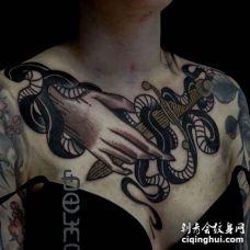 Old School锁骨手蛇匕首纹身图案