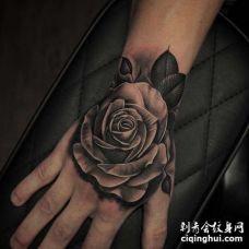 写实手背玫瑰纹身图案