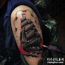Old School大臂帆船纹身图案