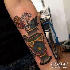 Old School小臂花瓶纹身图案