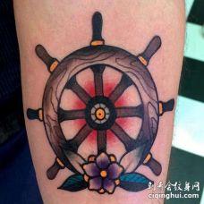 Old School小臂船舵纹身图案