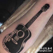 Old School小臂吉他纹身图案