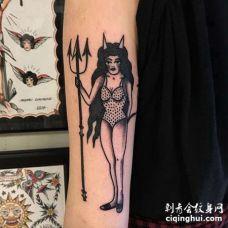 Old School小臂女人纹身图案