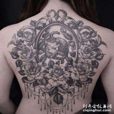 小清新后背猫花卉纹身图案