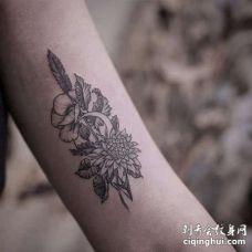 小清新大臂花卉纹身图案