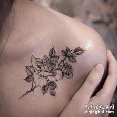 点线锁骨玫瑰纹身图案