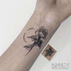 小臂花卉纹身图案小臂花卉纹身图案
