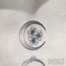 点刺月亮花卉纹身图案