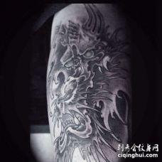 新传统大臂龙纹身图案